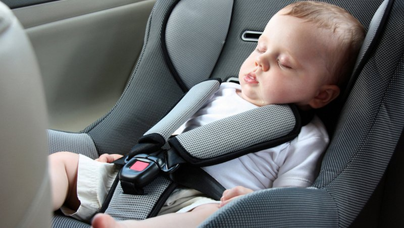 Bambini in auto e sicurezza: ecco come portarli a norma di ...